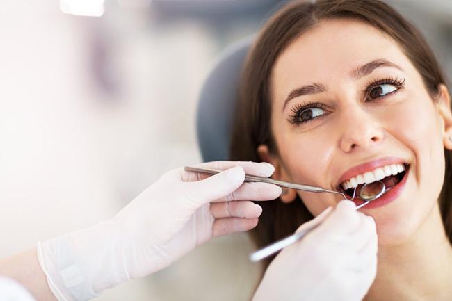 Ai diabet? Mergi la stomatolog de două ori pe an pentru consult și igienizări